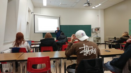9 décembre, 19h30 dans l'une des classes du collège!