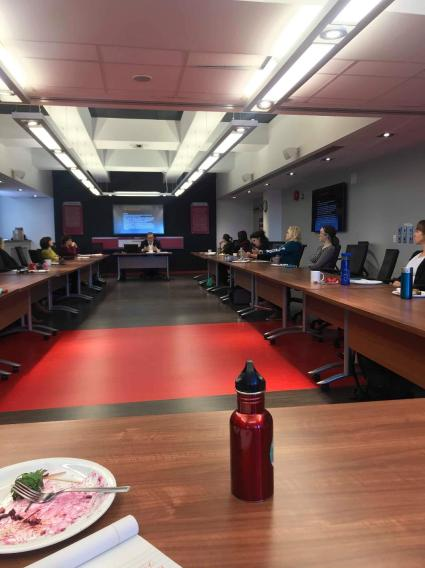 Conférence de Angelo Soares sur les modifications du milieu du travail et les répercussions sur la santé mentale.