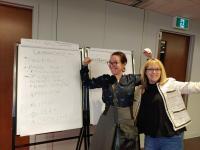 Jude et Aude prises comme des gamines à reluquer les notes d'une formation de cadres. :)